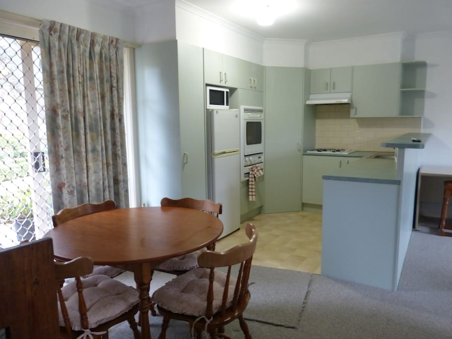Kitchen amenities and eating area