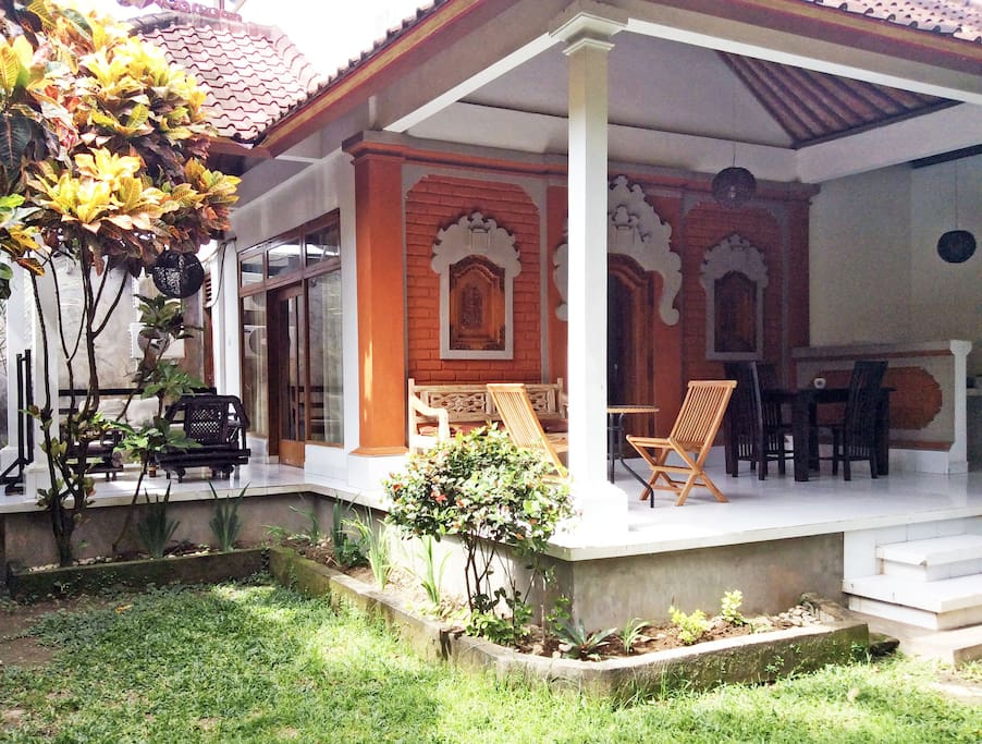 Large Nice Clean Swimming Pool, Balinese-style traditional architecture. Lovely tropical gardens.