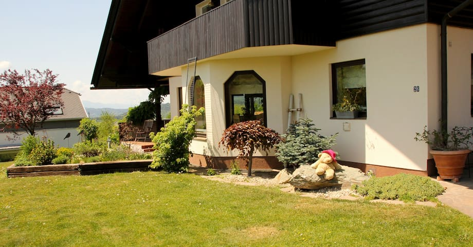 Wunderschöne Villa mit Indoorpool - Maria Saal - Huvila