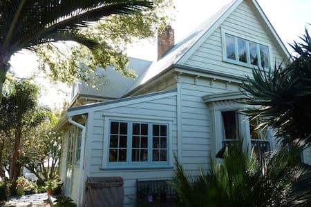 Central Mt Eden Villa - Auckland