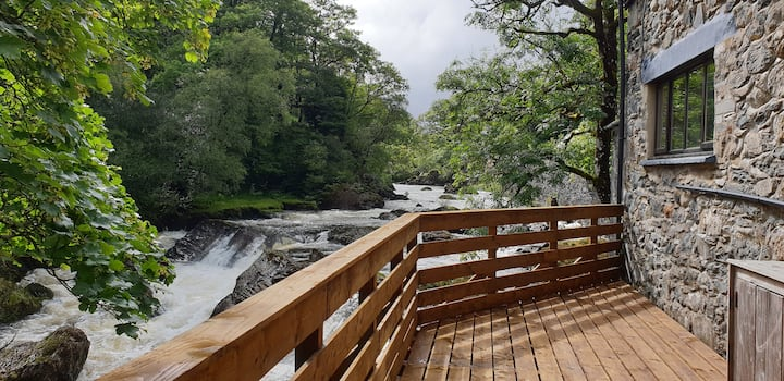 Drws-y-Coed Holiday Cottage
