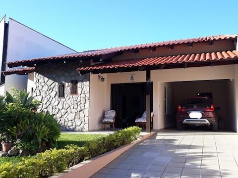 Casa confortável - 6 km do Centro e Vila Germânica