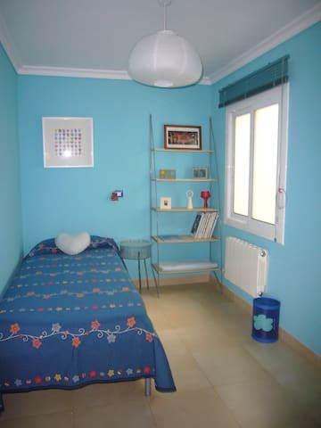 single room, near Bellaterra University and BCN - Ripollet - Leilighet