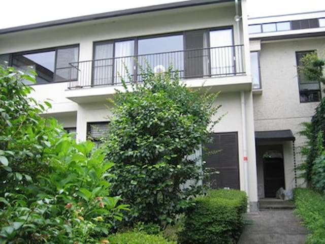 Osaka Airport Vicinity Two-story House with Garden