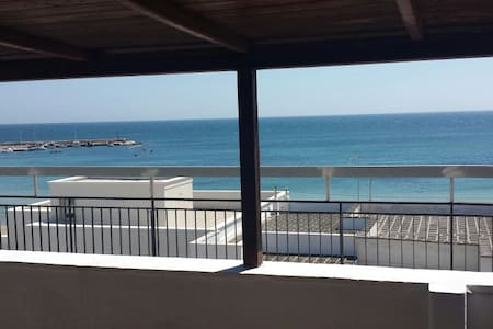 Chalet fronte mare - Torre Canne