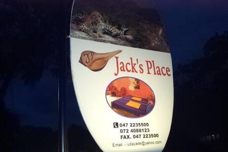 jacks place hotel katargama - Kataragama