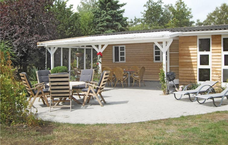 Holiday cottage with 2 bedrooms on 78m² in Rødby
