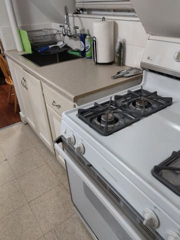 Full kitchen with basic supplies and complimentary tea/Keurig coffee