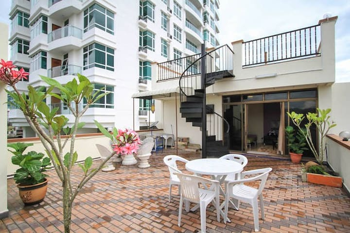 Rooftop Garden + Studio Apartment - George Town - Apartment