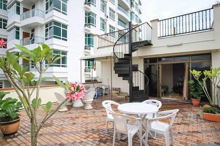 Rooftop Garden + Studio Apartment - George Town - Byt