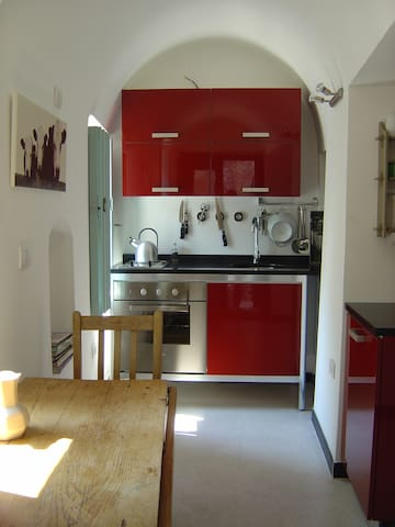 Modern, well equipped kitchen with full size oven and fridge