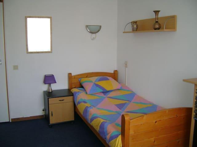 Deze kamer is te huur room one 25 Euro