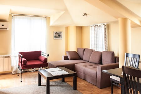 Deluxe 3br Apartment in Center - Centar