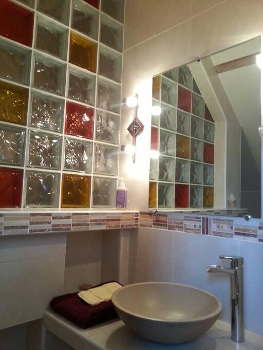 Salle de bain dans chambre 1