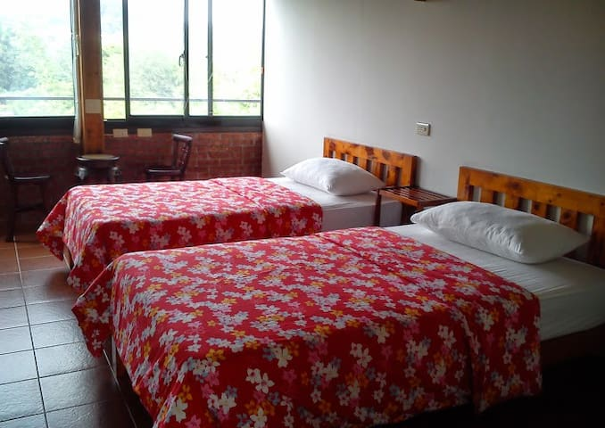 Twin Bed Room(shared bathroom)- Beipu old street
