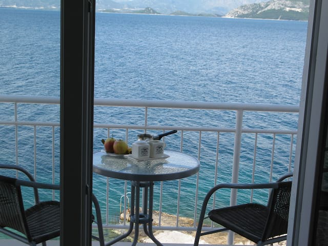 sea front apartment with great view - Sreser ,pelješac - Lejlighed