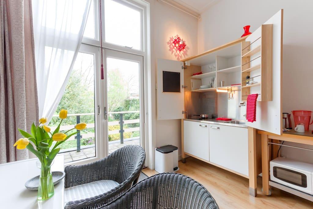 Mooie kamer met balkon in het centrum bed breakfasts te huur in almelo overijssel nederland for Kleine kamer met water m