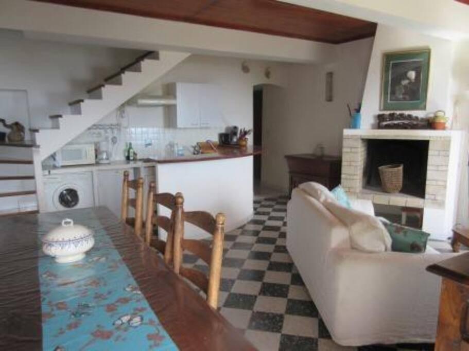 la pièce à vivre avec cuisine ouverte