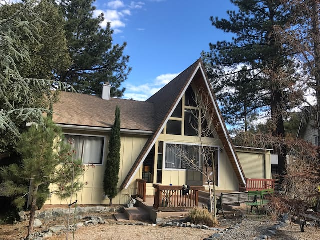 Beautiful A-Frame Mountain Getaway: Private Room - Wrightwood - Hus