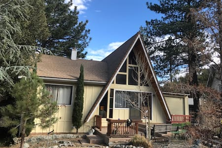 Beautiful A-Frame Mountain Getaway: Private Room - Wrightwood