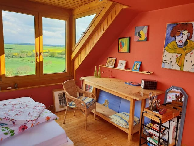 Blick aus dem Schlafzimmer in die Vulkaneifel