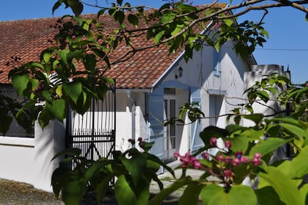 Charming 2 Bedroom Gîte, sleeps 4/6 - Pouillon