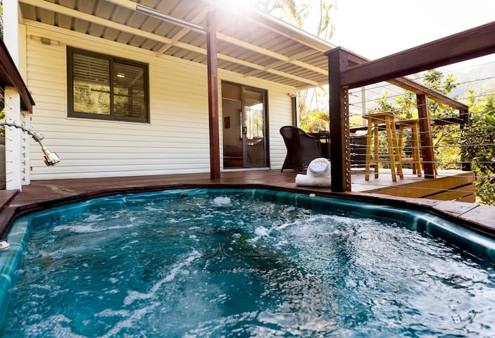 Cabin,Tropical Acreage+Spa+Creek+Truly Amazing!