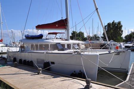 Catamaran LAGOON 400. - Hyères