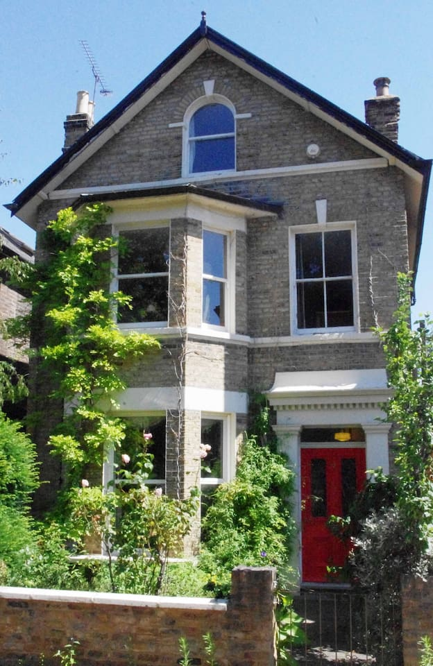 A quiet residential street only 7 mins walk to Lewisham Station with great transport links.