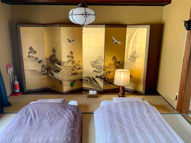 2階寝室(和室)