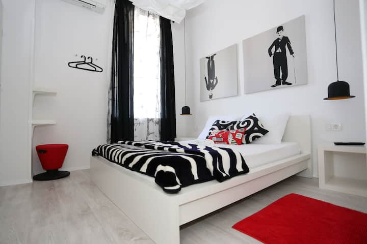 Charlie deluxe bedroom TheHostel