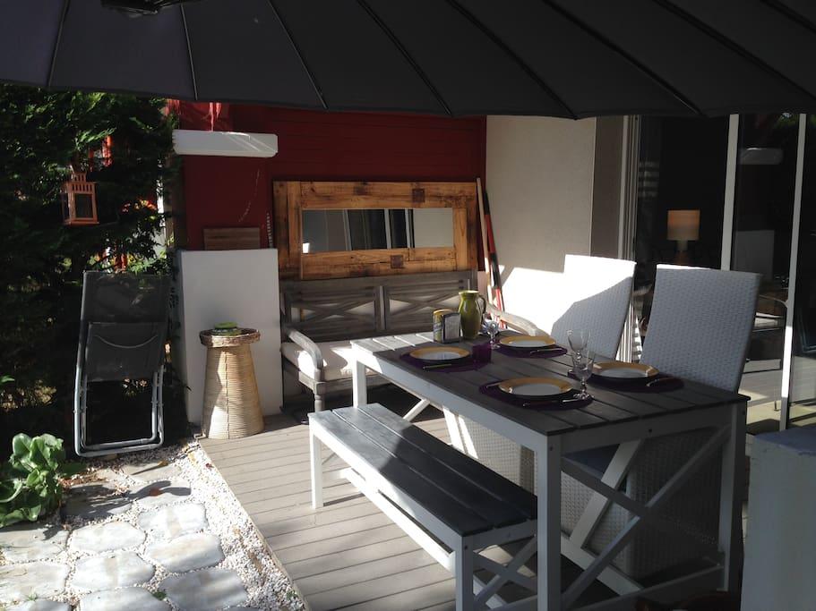 vue différente de la terrasse... à table !