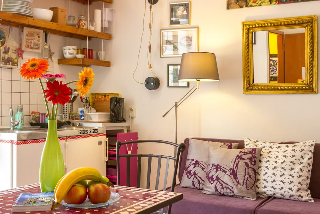 Colourful equipped studio apartment