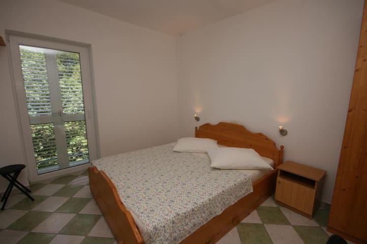 Room with air-conditioning Brela (Makarska) (S-6828-c)