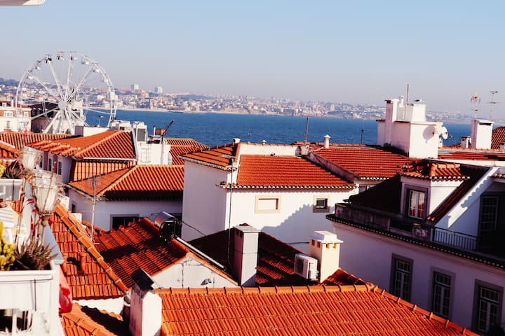SEA VIEW w/Terrace in Historic Old Town