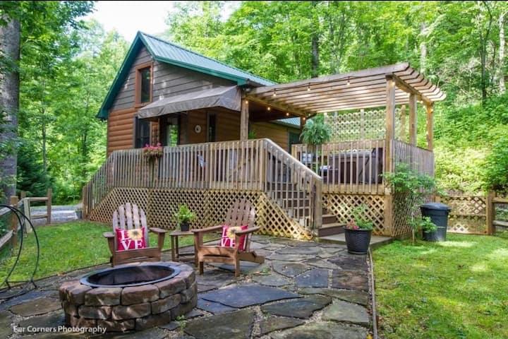 Cozy Getaway w/ Wi-Fi, Hot Tub, Firepit, Fireplace