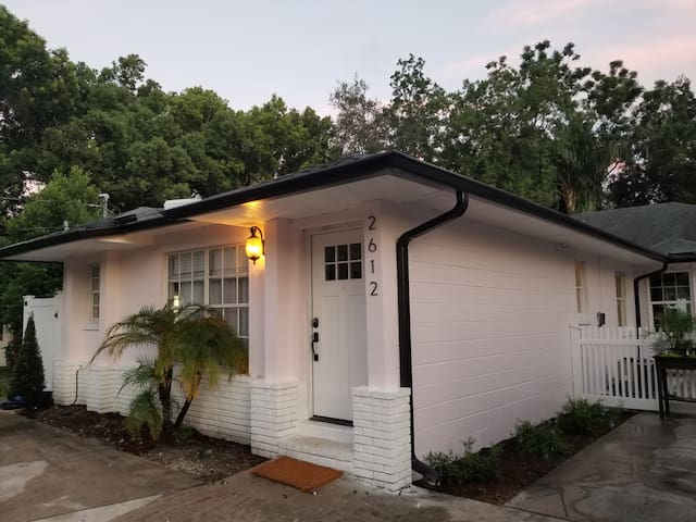 Brand New Cozy Downtown Orlando House with Patio