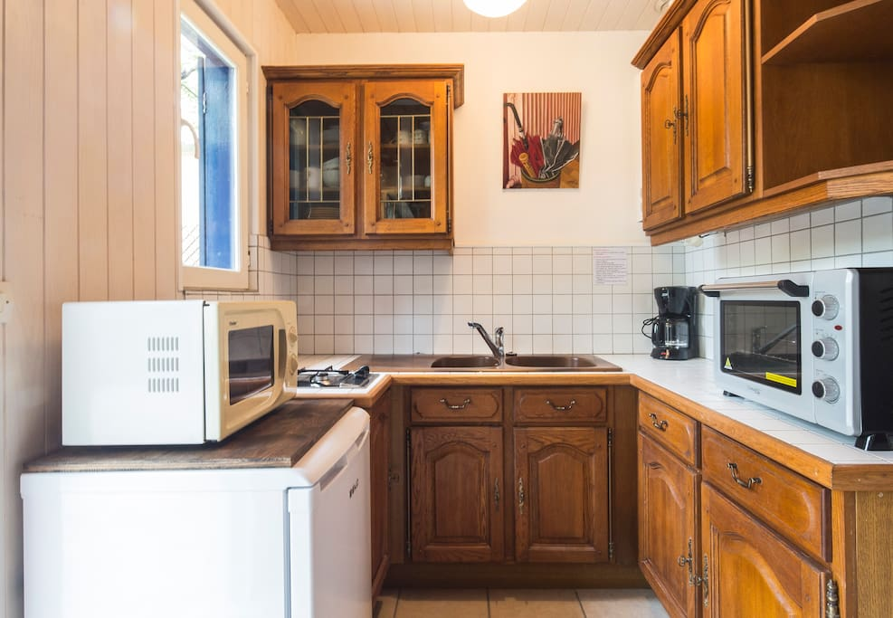 Fully equipped kitchen / cuisine toute equipee