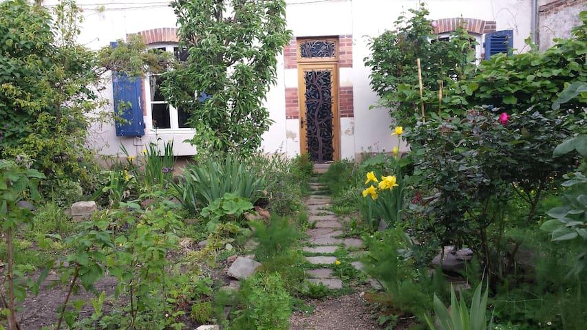 Maison Calme et Paisible - Moulins - House