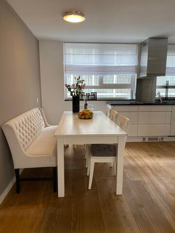 Modern 4-room apartment in the center of Rotterdam