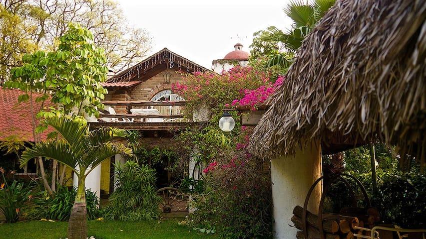 Hermosa cabaña con alberca y palapa - Atlixco - House