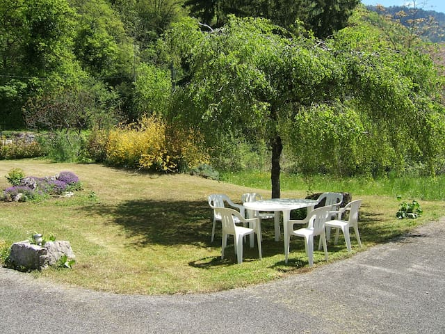 Family House 5mns walk from lake ANNECY. sleeps 8