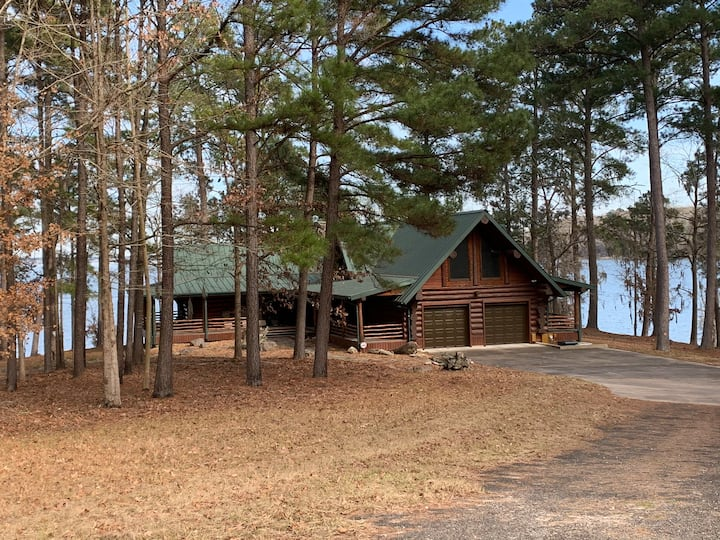 Custom log home on the banks of Lake Sam Rayburn.