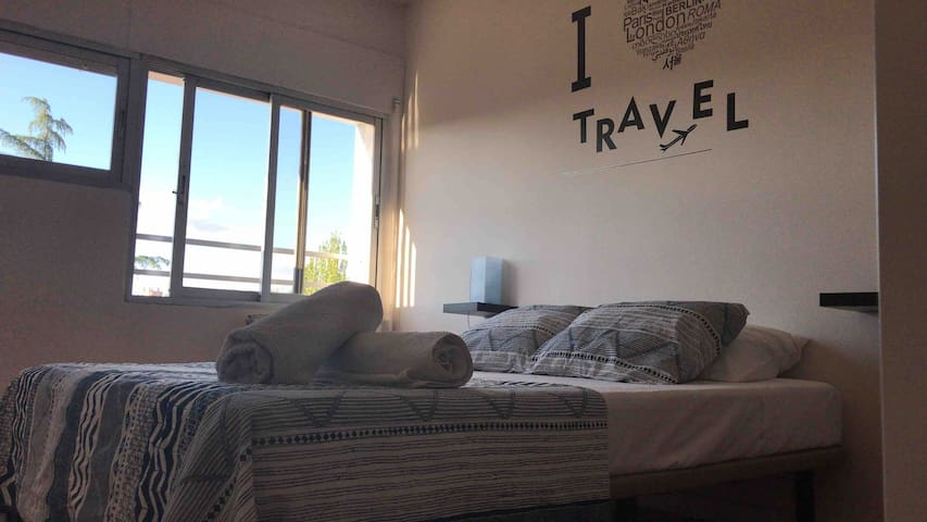 Private room +Breakfast +Air conditioning+Wifi