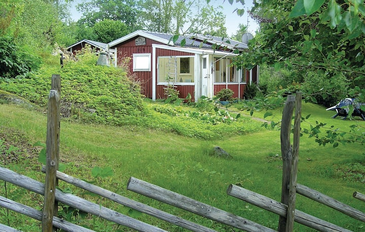 Amazing home in Östra Frölunda with Sauna, WiFi and 2 Bedrooms