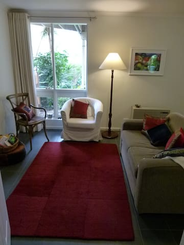 Leafy Apartment - comfortable & self contained - Highbury - Apartamento