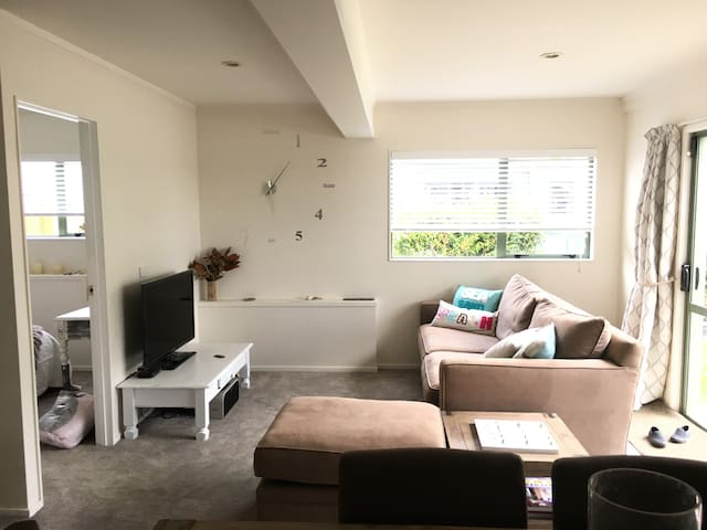 Room in refurbished Orewa cottage - Red Beach - Hus