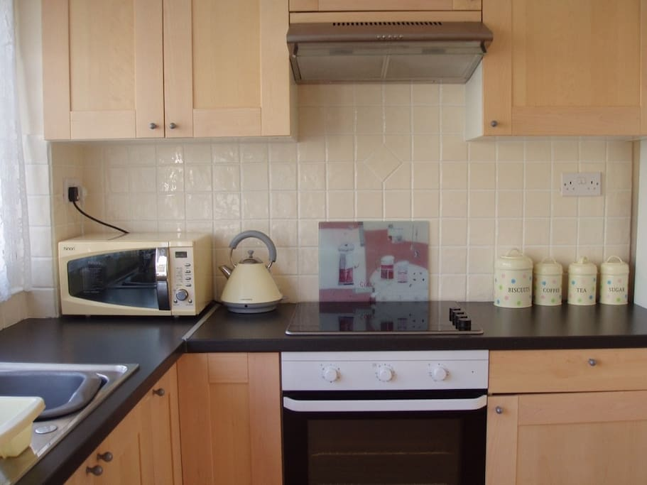 Fully quipped kitchen with oven, hob, microwave etc