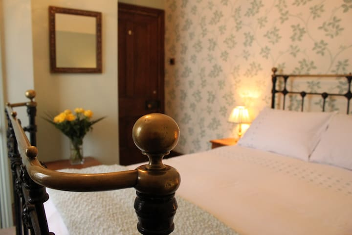 Old Vicarage Country House Large Double en-suite.
