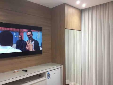 """Luxury Flat with TV 55 """", balcony and Queen bed"""